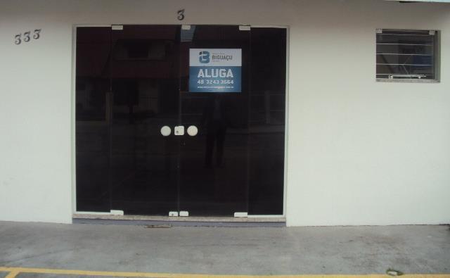 Sala-Código-194-para-Alugar--no-bairro-Centro-na-cidade-de-Biguaçu